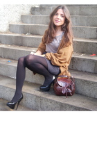black H&M tights - gray American Apparel Apparel skirt - gray Zara t-shirt - bla