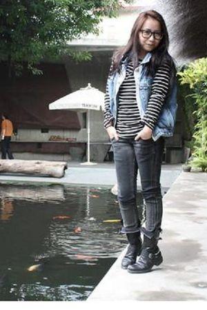 blue vest - black jeans - boots