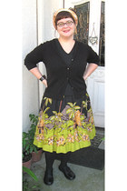 black v-neck Old Navy t-shirt - lime green Outfit Petite JPR skirt