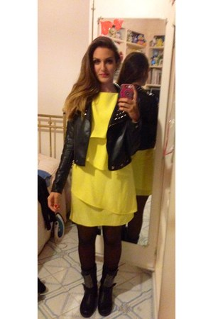 black leather unknown brand boots - yellow Zara dress