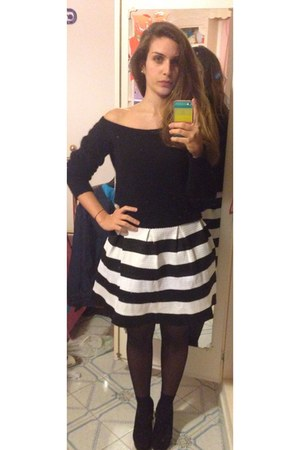 black lana top - white black and withe unknown skirt