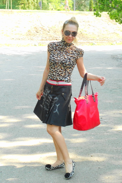 black leopard print MIA CODE shoes - red red nike bag