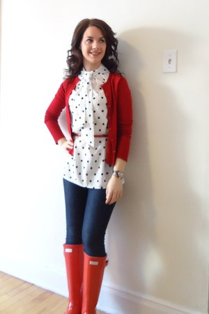 white Jacob blouse - ruby red Hunter Boots boots - navy Mavi jeans