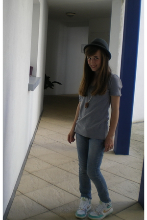 t-shirt - Mango jeans - nike shoes - SIX necklace - H&amp;M hat