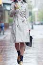 Black-celine-shoes-beige-trench-cotton-burberry-coat