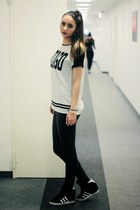 black H&M pants - off white Stradivarius top - black Adidas sneakers