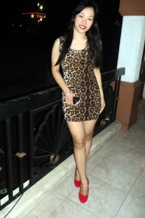 leopard print dress - red pumps heels