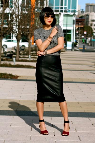 Zara skirt - aviator ray-ban sunglasses - red Zara heels - gray madewell t-shirt