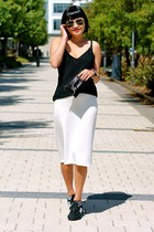 white midi Zara skirt - aviator ray-ban sunglasses - black New Balance sneakers
