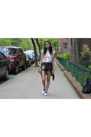 Vans shoes - UNIF shorts - cropped Urban Outfitters top