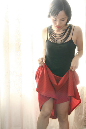 red thrifted midi skirt - black blue juice top - black Forever21 necklace