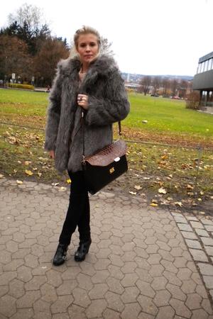 BikBok jacket - Secondhand purse - Din Sko shoes