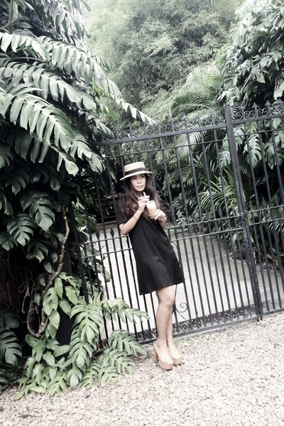 vintage dress - vintage hat - leather Jeffrey Campbell heels