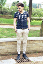 Guess t-shirt - Converse shoes - Swing jeans - ray-ban sunglasses
