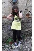 light yellow top - black leggings - black t-shirt - gray sneakers