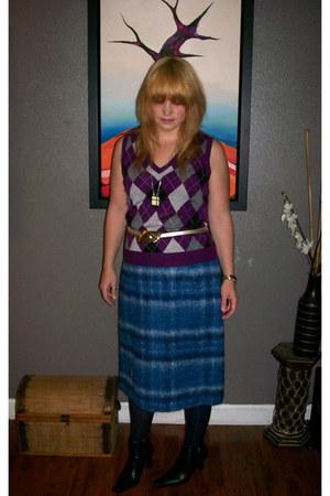 vintage wool Moffat Weavers skirt - Nine West boots - navy blue George tights
