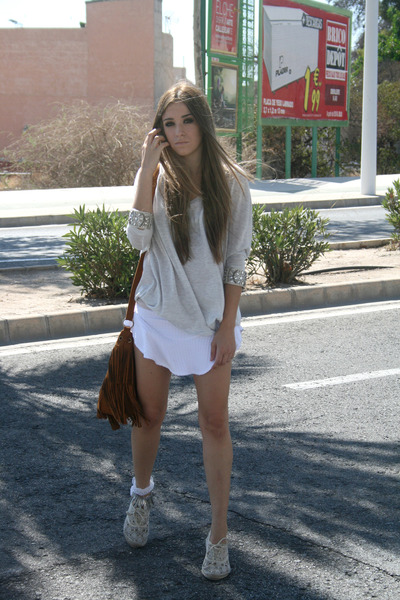 white asymmetrical Zara skirt - dark brown fringe Stradivarius bag