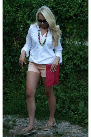 NY&CO blouse - LC shorts - leopard Sperrys loafers
