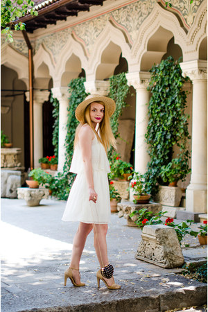 camel H&M hat - ivory Stradivarius dress - black pull&bear bag