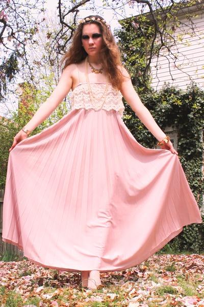 light pink maxi vintage dress - off white vintage necklace - light orange rhines