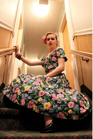 bubble gum floral Miss Ruths Time Bomb dress - gold brass vintage belt