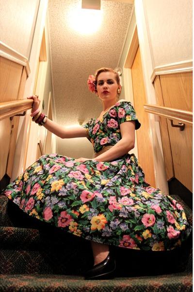 bubble gum floral Miss Ruths Time Bomb dress - gold brass vintage belt
