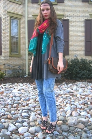 Salvation Army jeans - and grey top - thrifted shoes - Lulus patterned scarf - D
