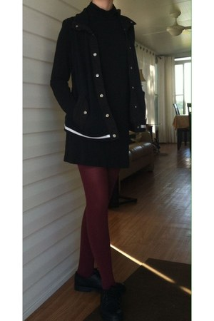 black unknown brand shoes - black thrifted dress - crimson Forever21 stockings