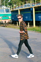 black floral H&M shirt