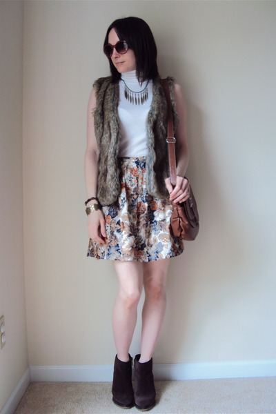 faux fur Forever 21 vest - suede BCBG boots - Forever 21 shirt
