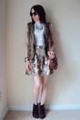 Suede-bcbg-boots-forever-21-shirt-floral-print-forever-21-skirt