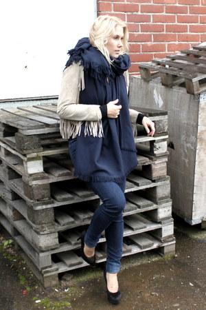 camel fringed hm jacket - navy JC jeans - black Bebe heels