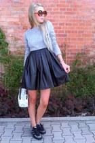 white Parfois bag - black Adidas sneakers