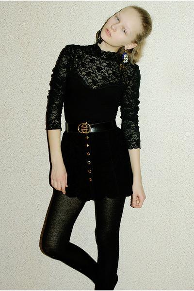 black lace body blouse - black golden buckle belt - black button up skirt