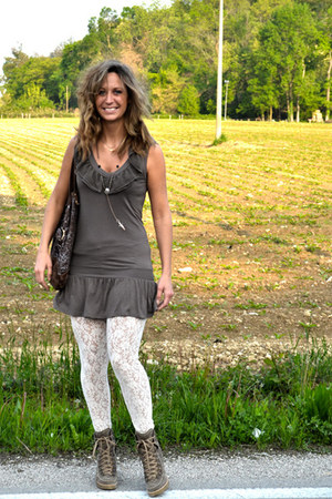 Calzedonia leggings - cinti boots - intimissimi dress - Alviero Martini bag