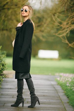 black leather Zara skirt - gray suede stuart weitzman boots