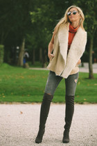 tan fur River Island vest - charcoal gray suede River Island boots