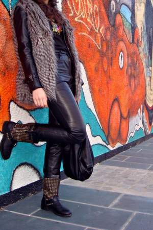 keha style boots - leather jacket - metallica Metallica shirt - pants