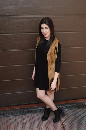 light brown Palacio Trendy vest - black H&M boots - black pull&bear dress