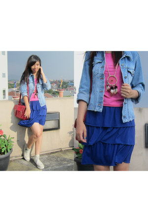 denim jacket jacket - satchel bag - sneakers - dreamcatcher necklace