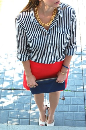 red linen Forever21 skirt - navy clutch Ivanka Trump bag - nude Guess pumps