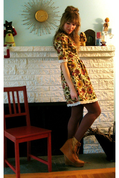 mustard no brand dress - tawny Ego and Greed boots - maroon HUE tights