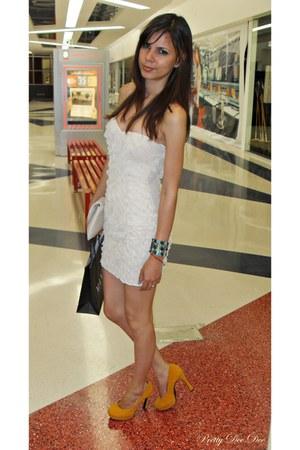 light orange shoes - ivory dress