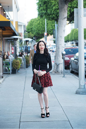 brick red Alice and Olivia skirt - black Chanel bag