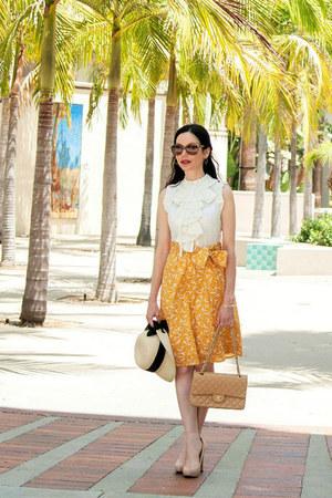 gold BCBG bracelet - yellow Girls from Savoy dress - camel Chanel bag