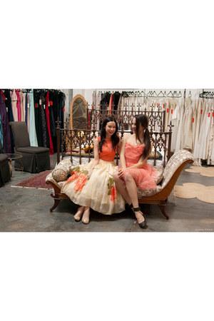 carrot orange Shareen Vintage dress - gold BCBG heels