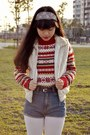 Ruby-red-knitted-vintage-sweater-white-fur-vintage-vest