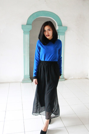 black maxi skirt skirt - blue collar blouse - black wedges