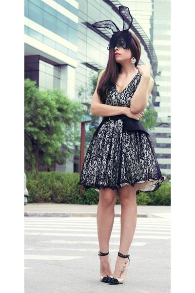 black dress - black hair accessory - black heels