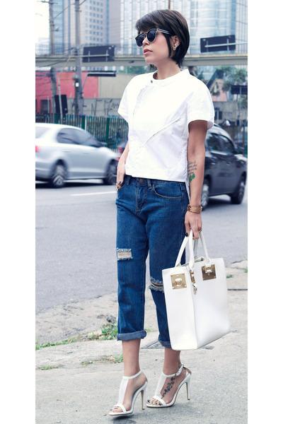 White Top Shirts, Navy Boyfriend Jeans Jeans, White White Bag Bags ...
